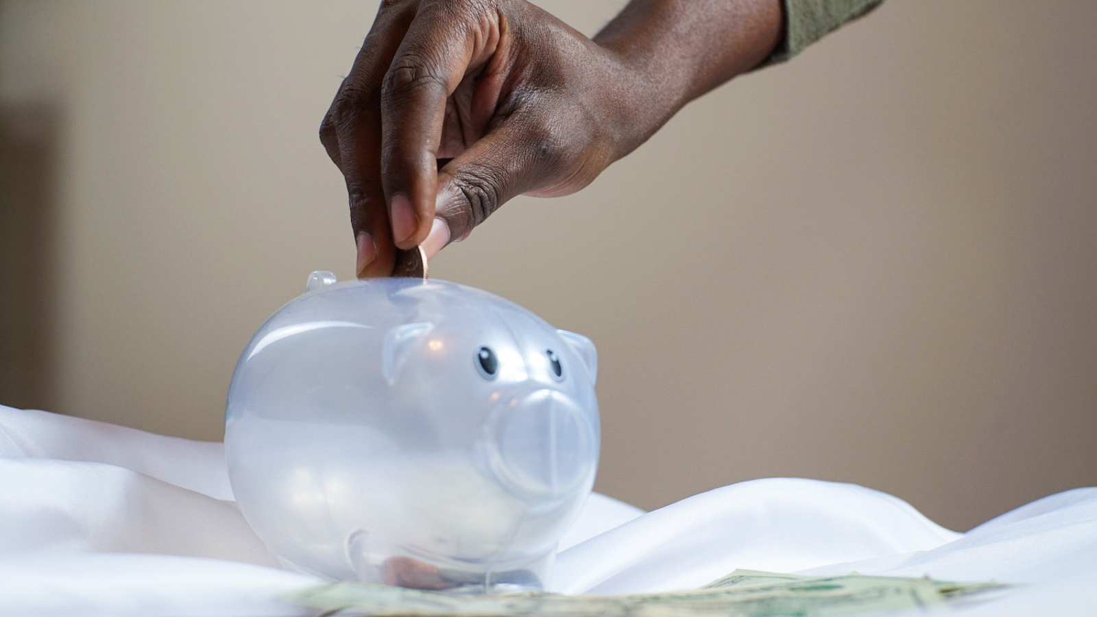 plastic-piggy-bank-3833052